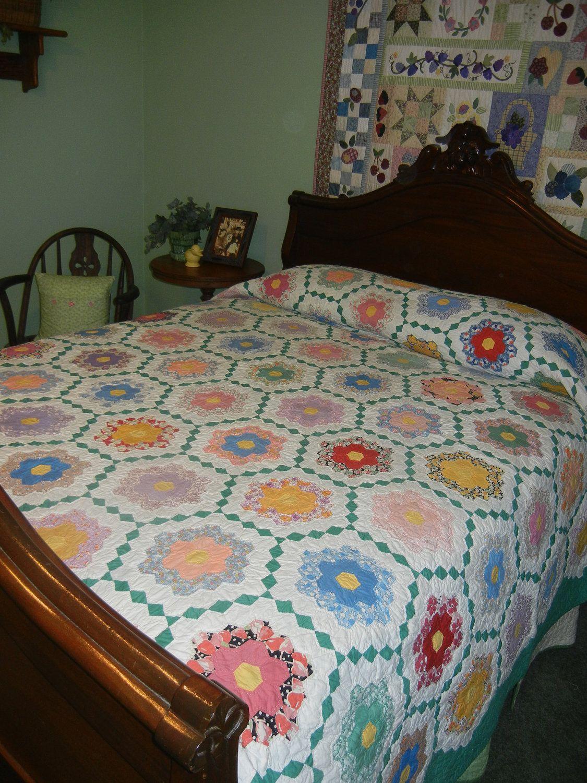 Vintage grandmother 39 s flower garden quilt hexie quilts - Grandmother s flower garden quilt ...