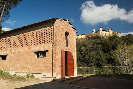 Regardez ce logement incroyable sur Airbnb  Montecastello