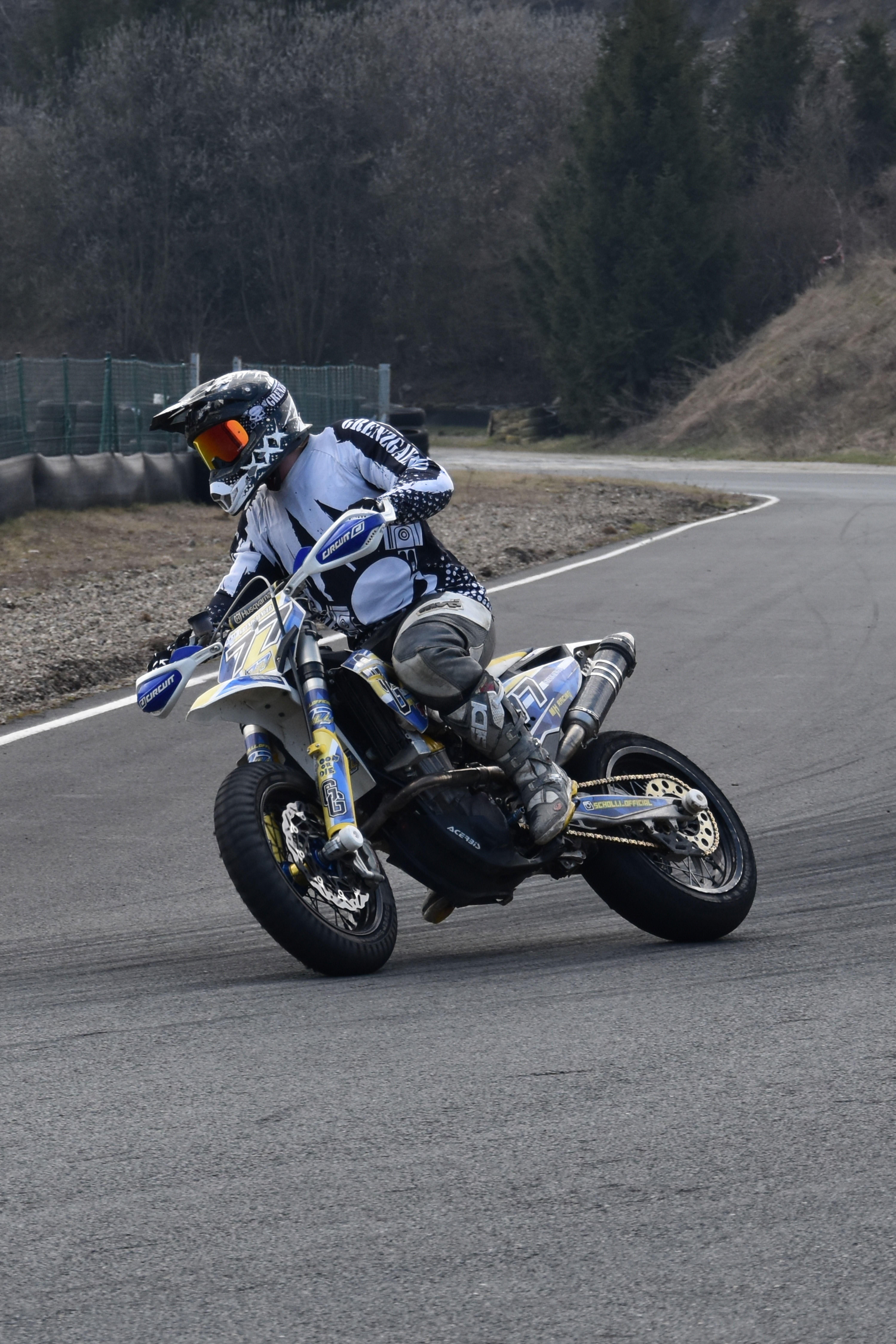 Grenzgaenger Racetrack Wheelie Ride Supermoto Adrenaline