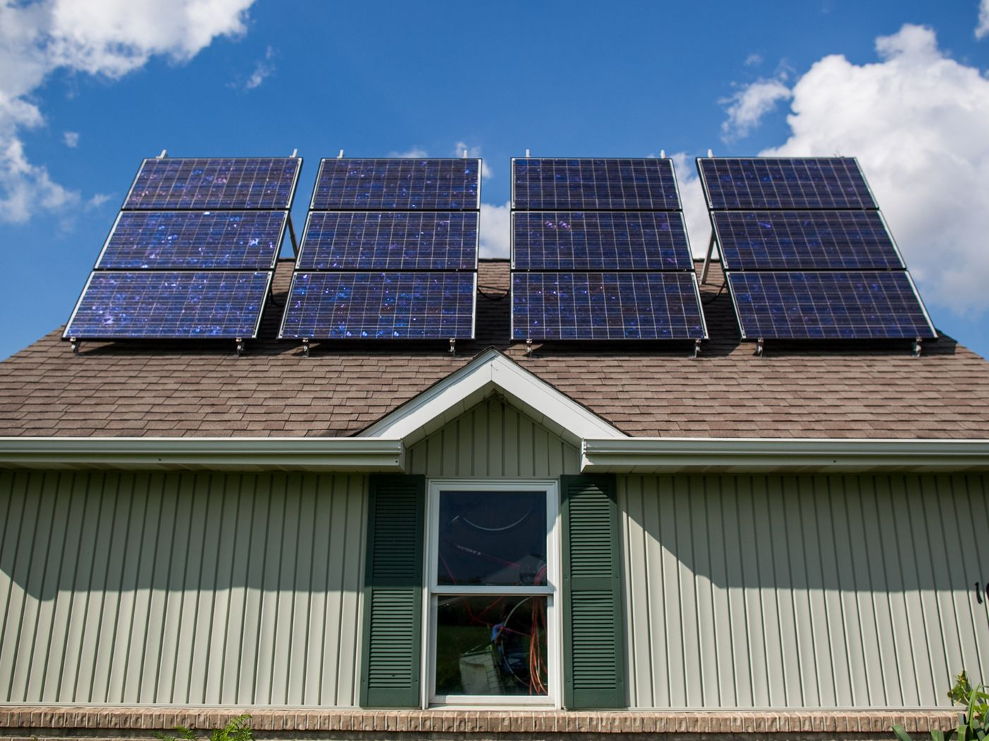 The Great Solar Panel Debate To Lease Or To Buy Solar Panels Best Solar Panels Solar Panel Cost