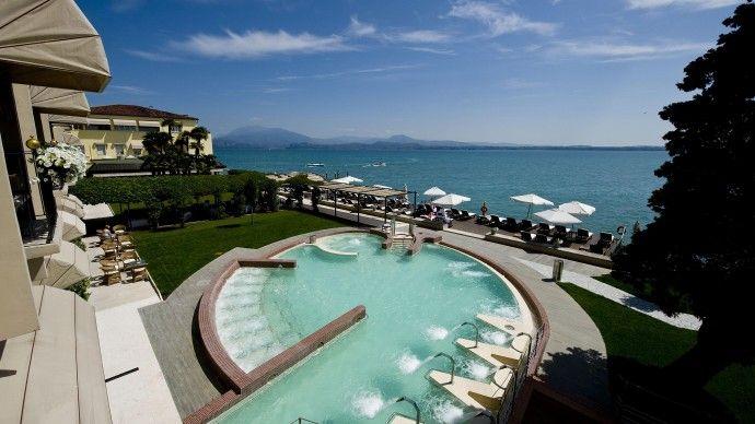 Piscine hydro avec vue magnifique Grand Hôtel Terme au lac de Garde - location de villa a agadir avec piscine