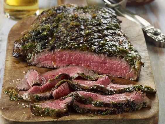 Rindersteak vom Grill mit argentinischer Soße (Chi