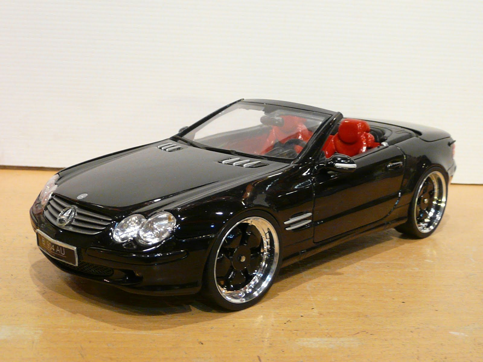 Mercedes sl500 1 18 maisto with modified rims and custom interior