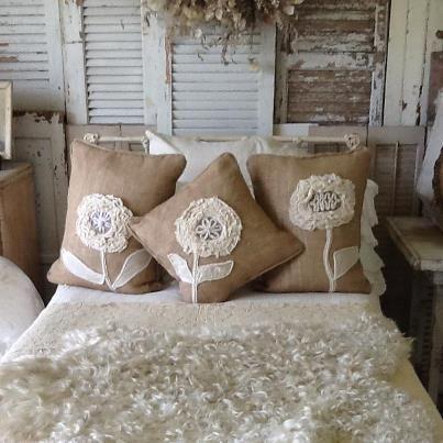 Centrini all uncinetto pizzi e merletti nei cuscini per for Cuscini per sedie stile shabby