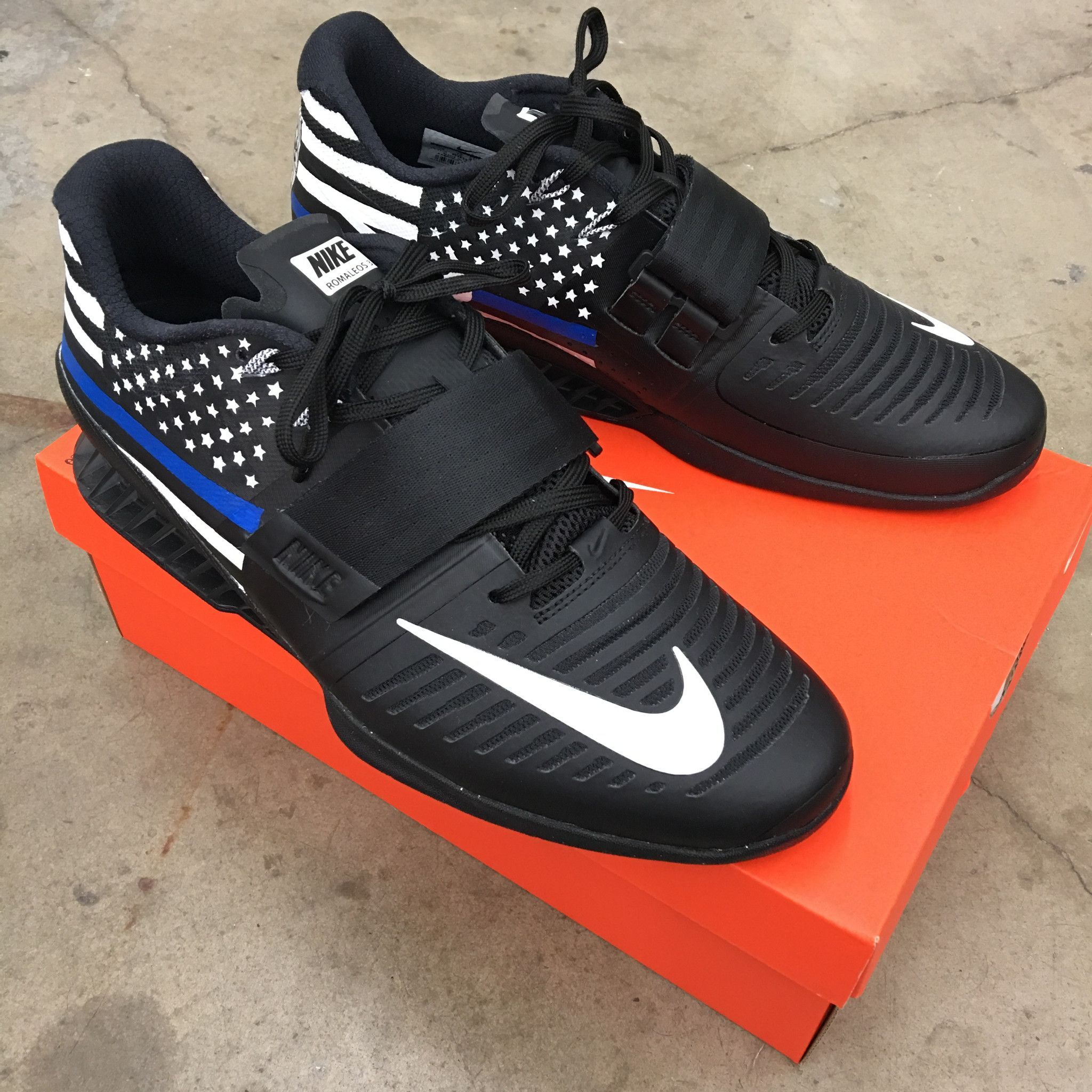 gastos generales puntada arco  These black Nike Romaleos have the American Flag on them with the Blue Line  representing Law Enforcement.Paint is 100% permanent and … | Black nikes,  Sneakers, Nike