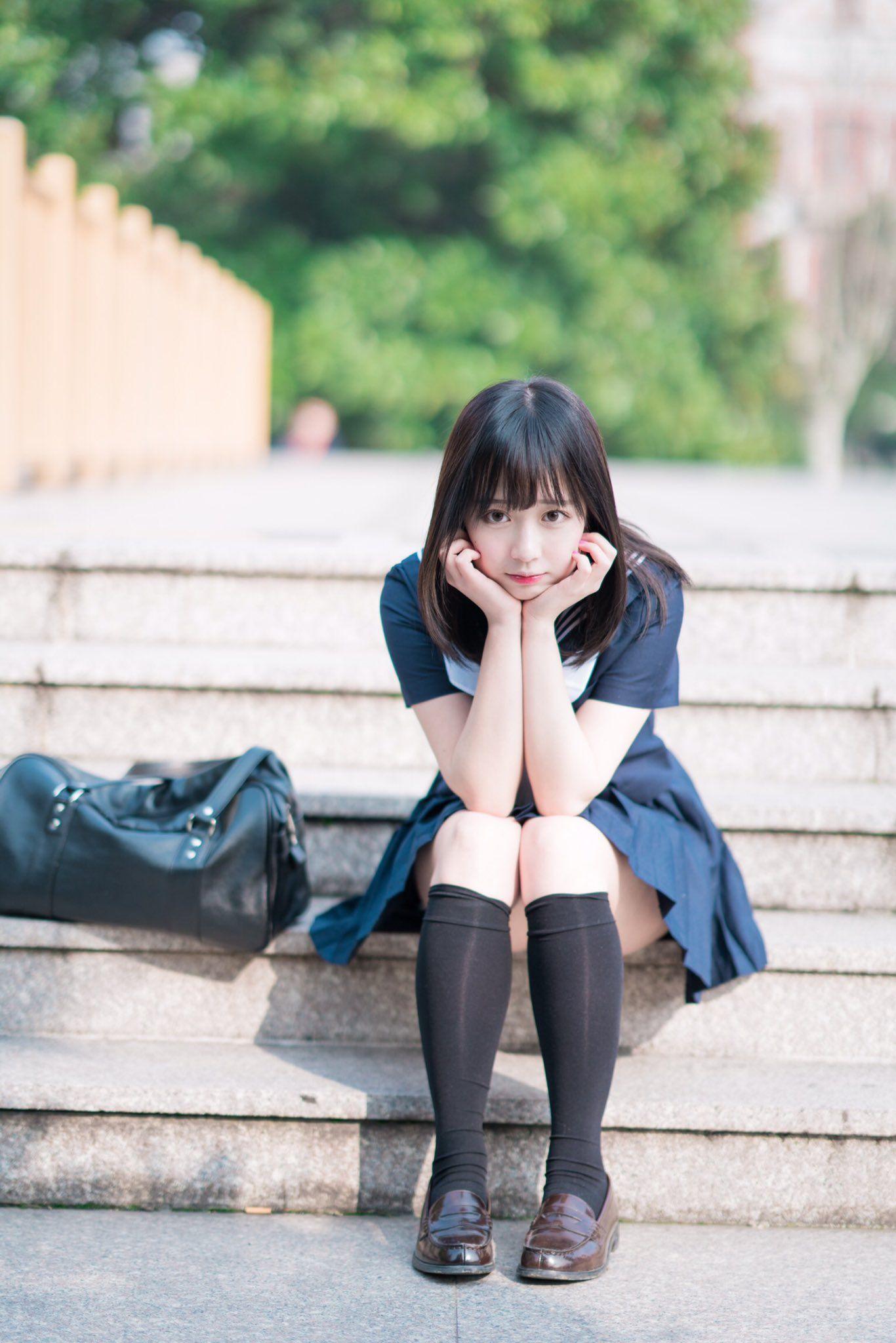 可愛的水手服美少女 坐在階梯遙望遠方》Cute Girl Pretty Girls 漂亮、可愛、無敵》青春就是無敵
