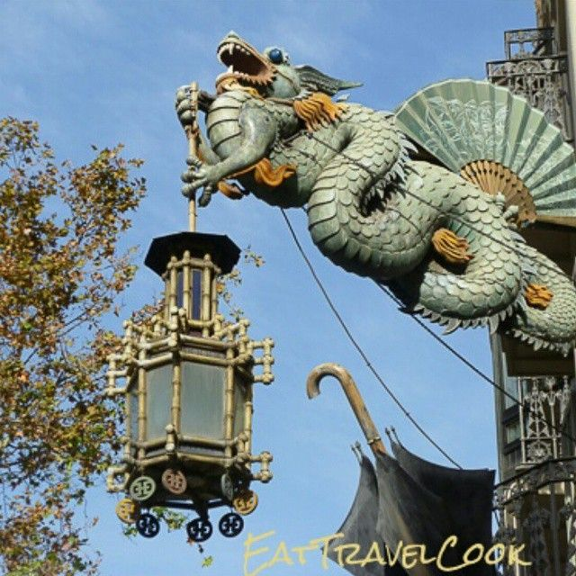 Love this dragon on the front of casa del paraigues (the umbrella shop) on LaRamblas. The whole building, inside &out, is decorated in Japonisme style from the second half of the 1800's when the Asian influence in style was all the rage in Europe.