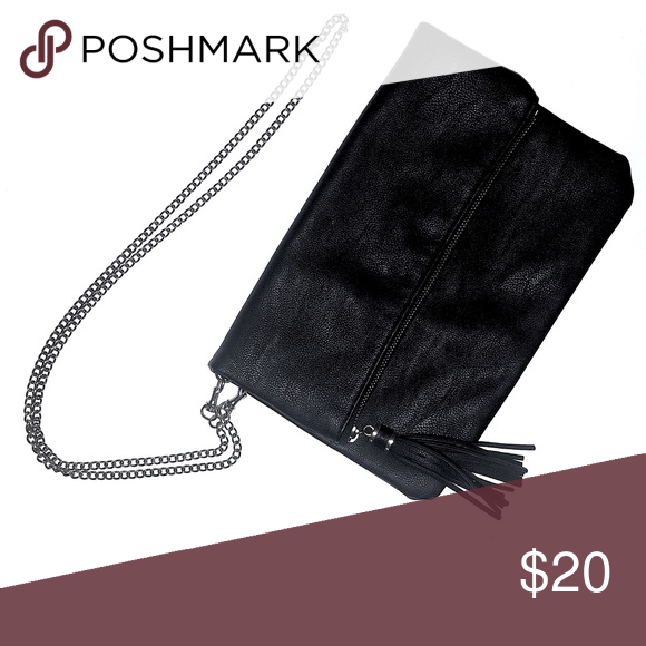 Chain Shoulder Bag with Tassel Zipper Unzip to find two separate storage spaces. Single-sided shoulder chain for a chic diagonal fall at the hip. Bags Shoulder Bags