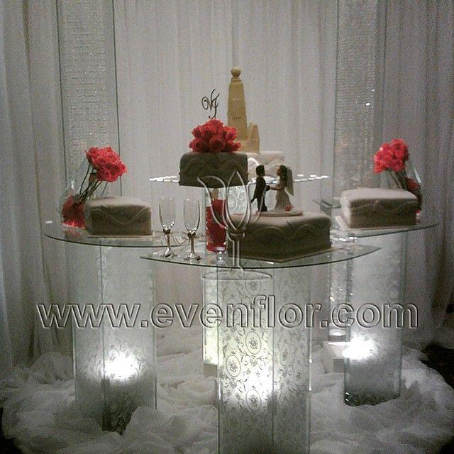 #evenflor #torta #cake #columnas #flowers #rosas #copas #light #luz #telas #cortinaje #mesaparatorta #beautiful #venezuela #caracas #tonight #boda #reciencasados #estilo #decorador #decoracion #thebest #instamoment #instapic