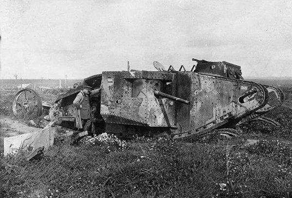 13.11.1916 - конец битвы на Сомме между Германией и союзн. силами Франции и Англии. Впервые были применены танки.1МВ