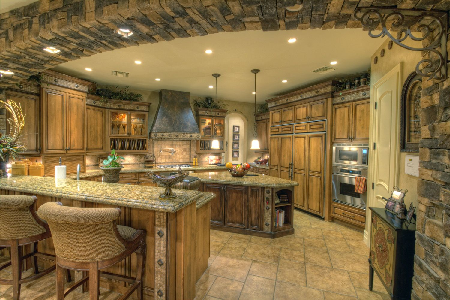 Luxury kitchens luxury estate designer for Luxury kitchen layout