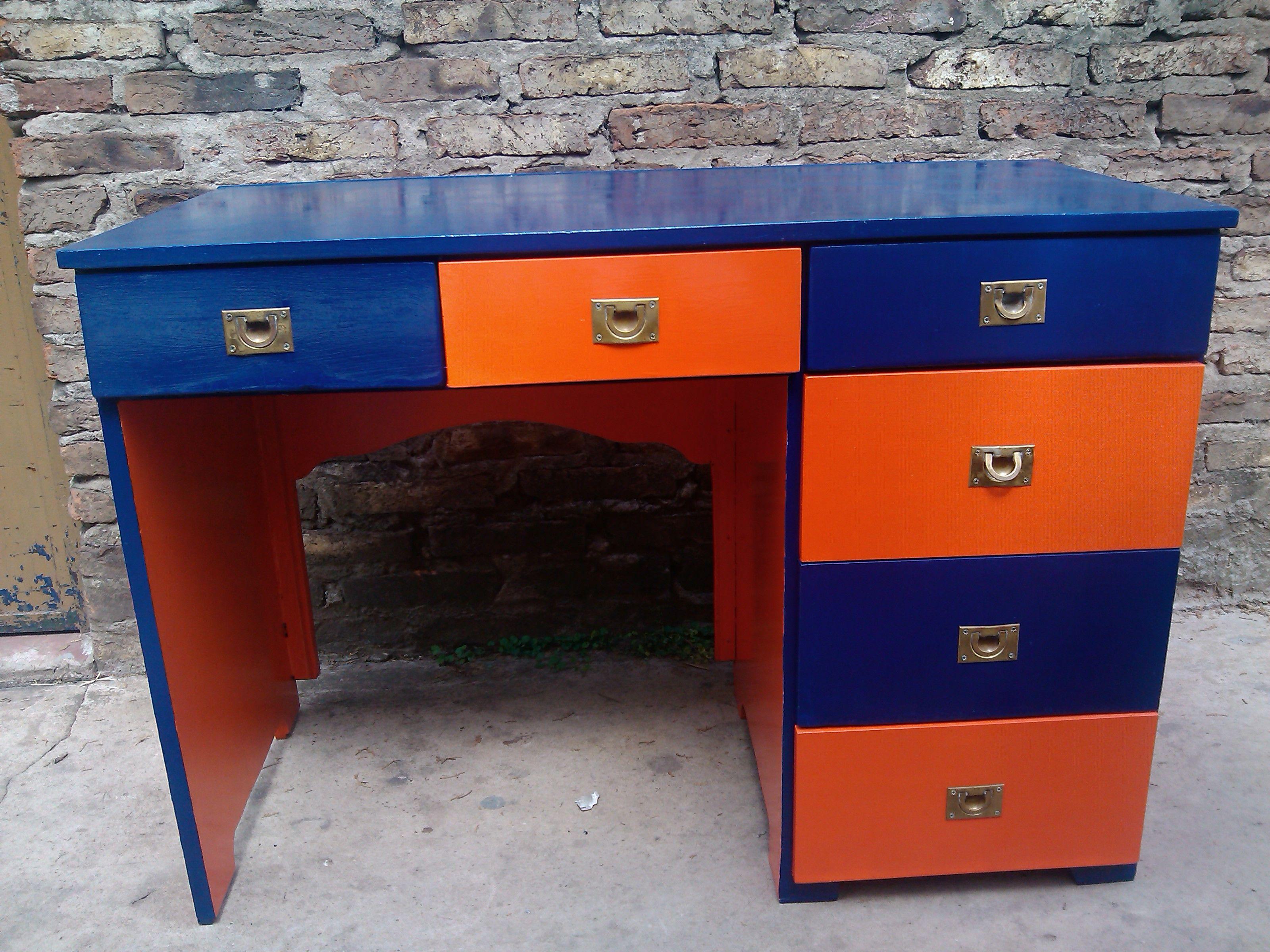 DESK - Escritorio naranja y azul