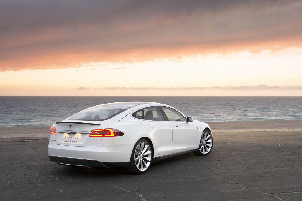 Image from http://images.thecarconnection.com/lrg/tesla-model-s_100413301_l.jpg.