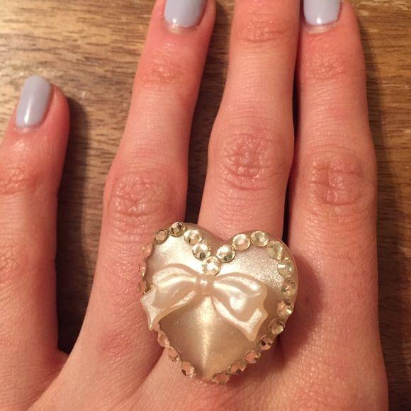 💕 Tarina Tarantino Ring! Lovely pale pink color! ❗️Offers Welcome! Tarina Tarantino Jewelry Rings