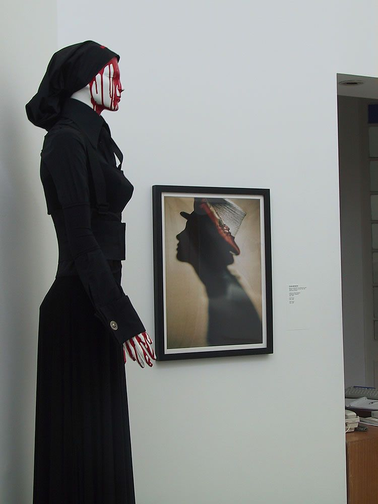 Pablo Ramirez PUEBLO Colección 2003 Vestido en jersey nodal, camisa de poplin con lycra y faja de alta seguridad
