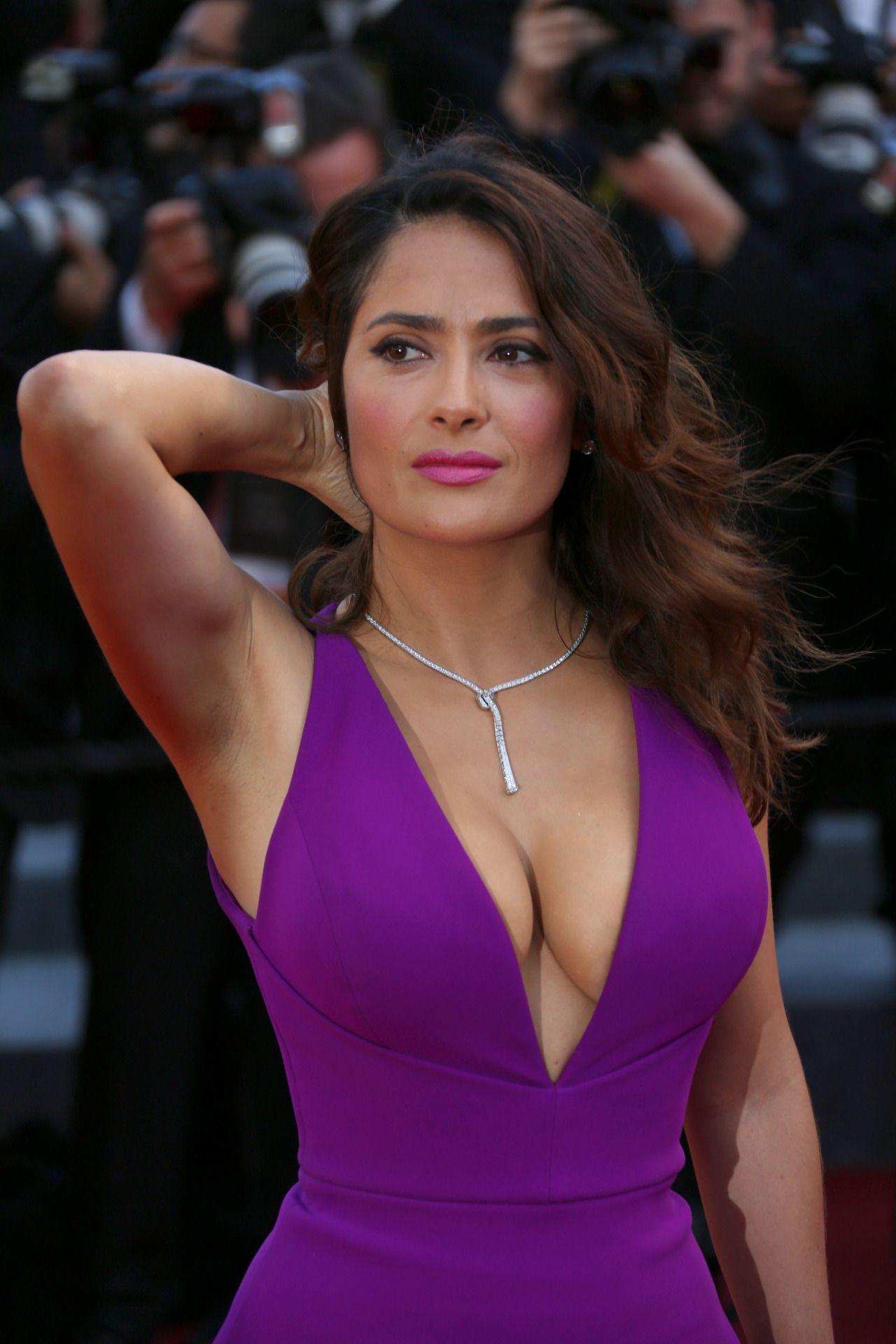 braless Celebrity Salma Hayek naked photo 2017