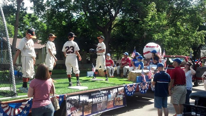 Playersonfloat Jpg 851 480 Pixels Parade Float Ideas Baseball