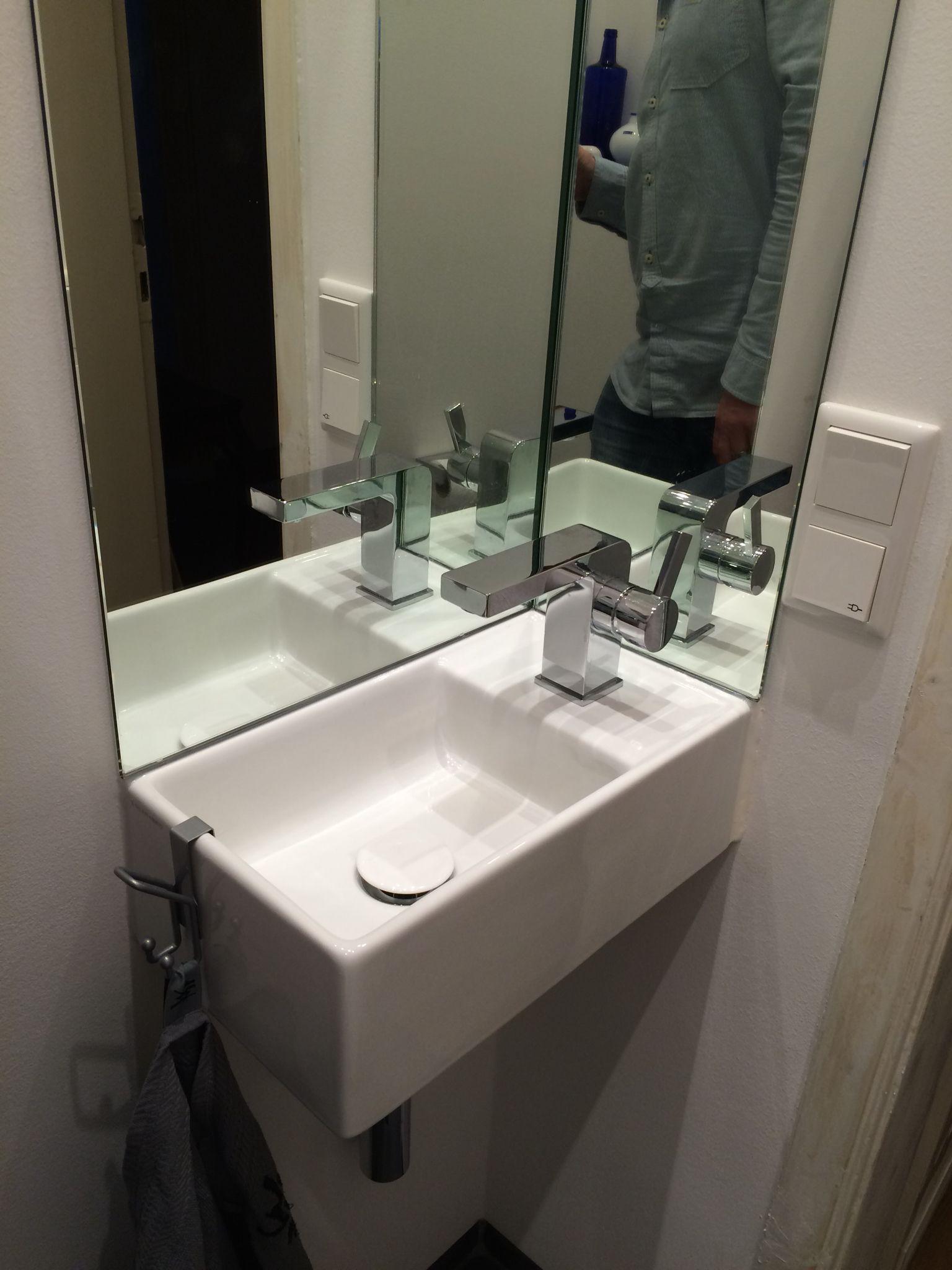 Spiegel Als Spritzschutz Am Handwaschbecken Badezimmer