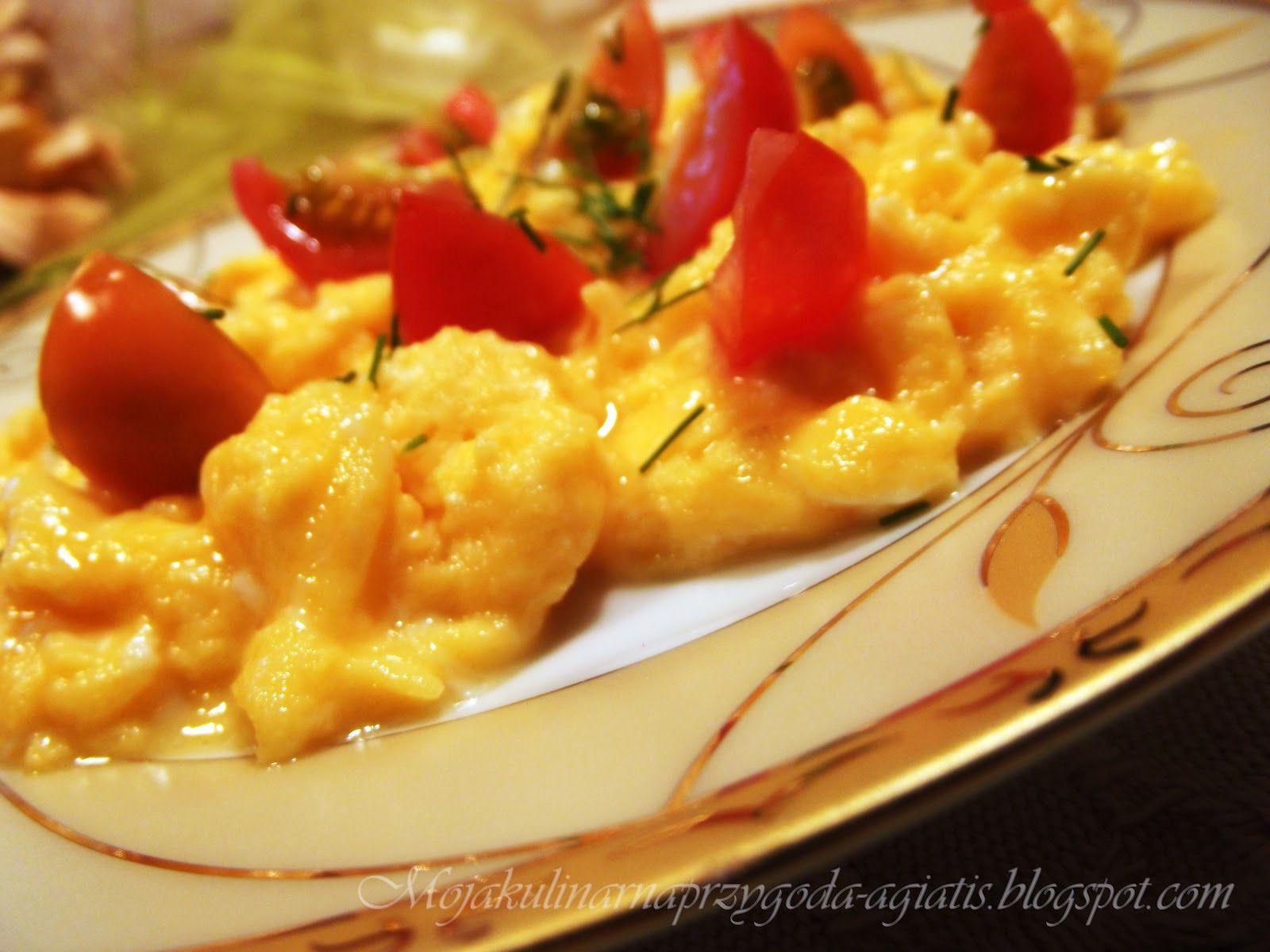 Jajecznica z pomidorkami koktajlowymi