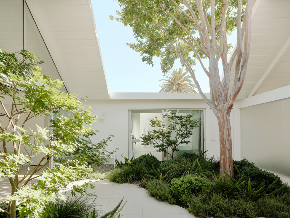 White Twin Gable House By Ryan Leidner Architecture Is A Remodeled Eichler In 2020 Gable House Eichler Homes Architecture