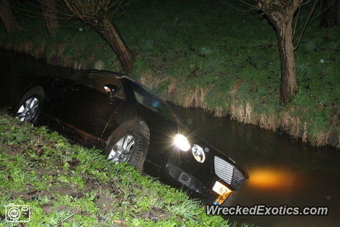 Bentley Continental GTC crashed in Giessenburg