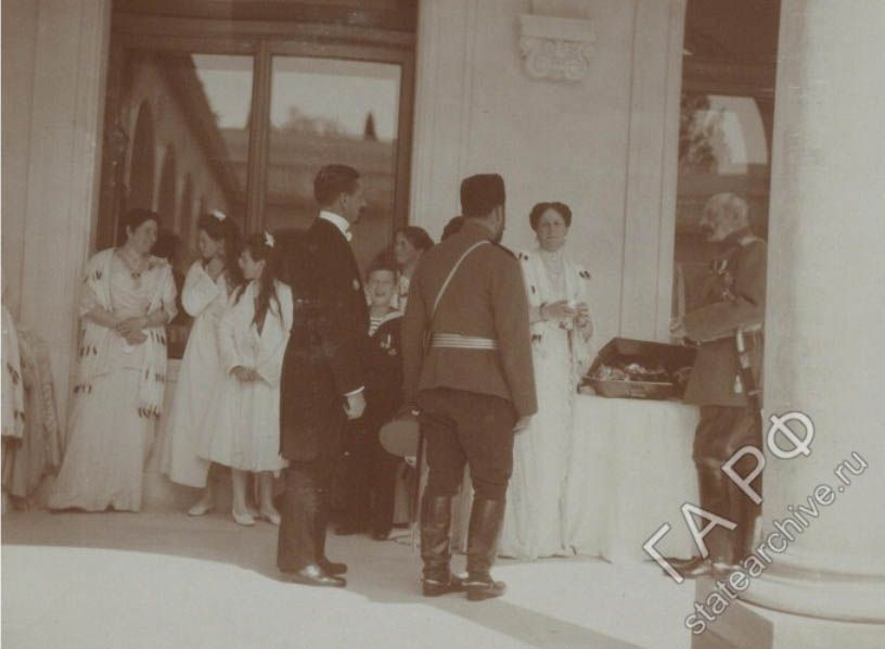 The imperial family at the livadia palace giving out gifts for the imperial family at the livadia palace giving out gifts for easter 1914 link negle Gallery