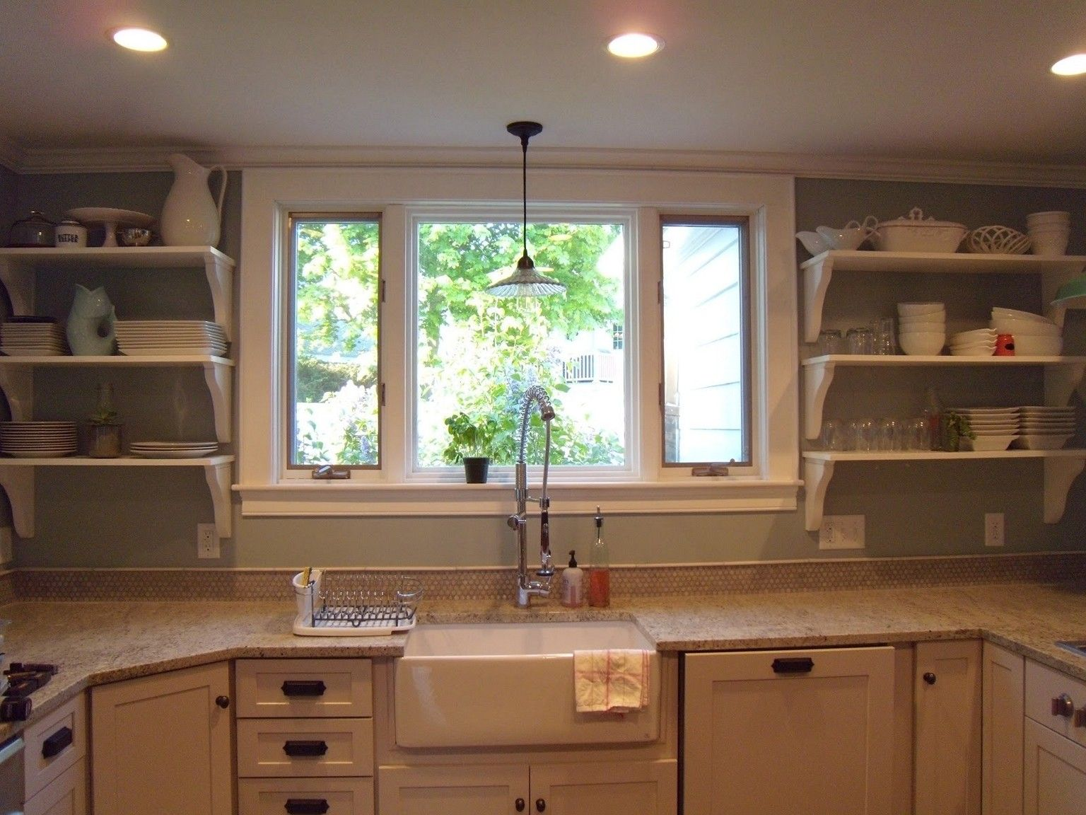 Some kitchen window ideas for your home pictures amp tips for Kitchen ideas no window