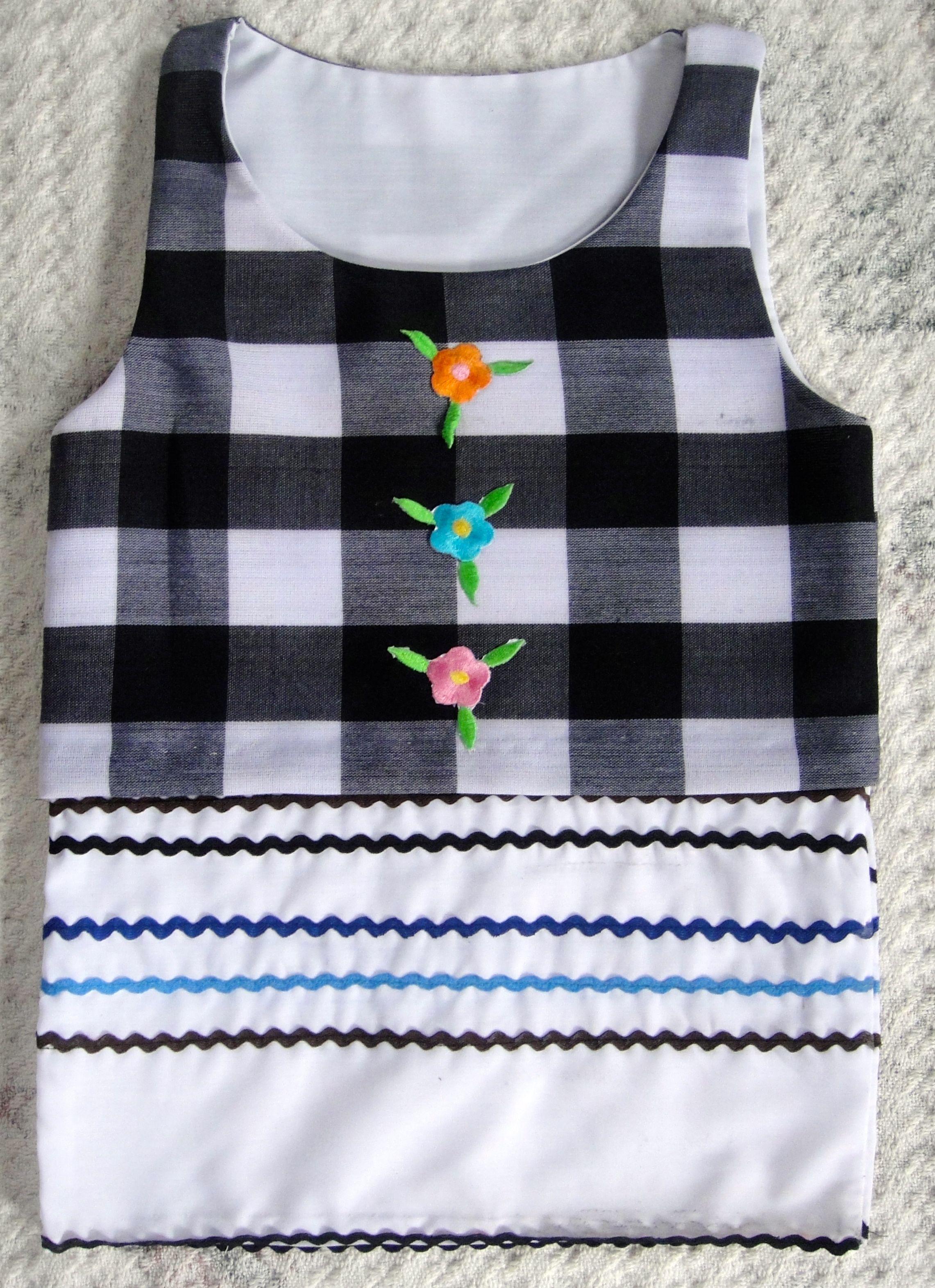Jardinera en telas de algodón para niña de 3 años.