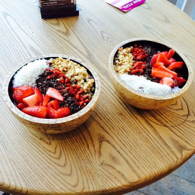 #bowls bowls bowls... If u haven't tried one of them yet, then we suggest u do... This was a double Cacao Crunch Super Bowl in a pair of our brand spankin new, hand made, sustainable coconut bowls!! Hell yeah!  #beachhousehealthbar #eatdrinkchill #superfood #superbowl #cacao #crunch #superfoodmonday #bali #sustainable #Raw #paleo #Dairyfree