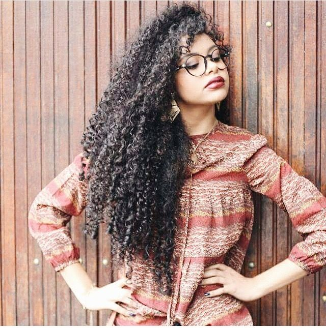@steffany_borges || long curly hair. long curly wavy hair. natural hair. naturally curly. long natural hair.