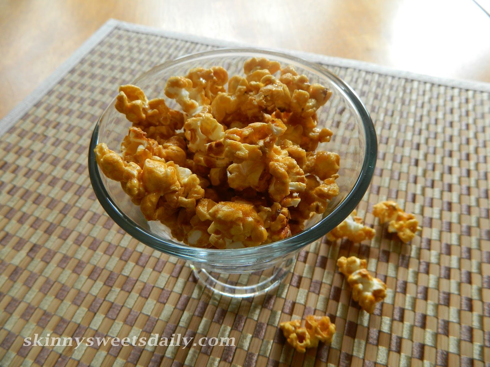 Skinny Sweets Daily: Skinny Caramel Popcorn! Enjoy this great treat without the guilt! So yummy, it's sure to be a big hit! Click pic for recipe.