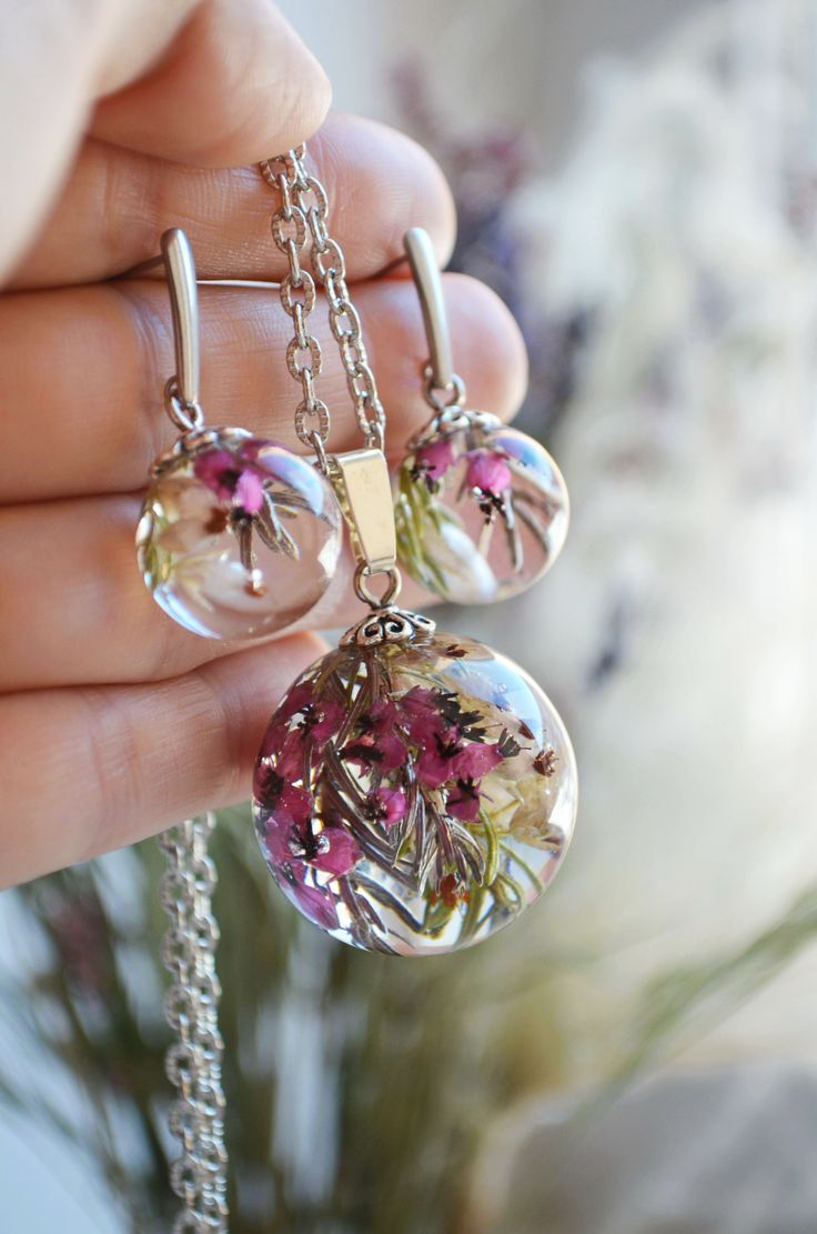 Resin jewelry set with flowers Resin jewelry, Resin