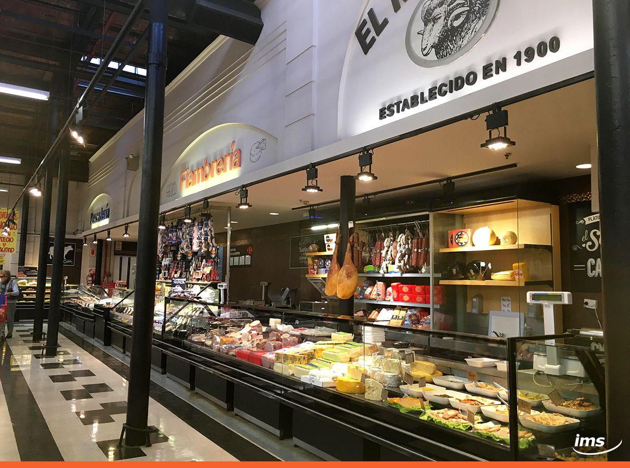Sector De Quesos Y Fiambres En Carrefour Mercado Argentina