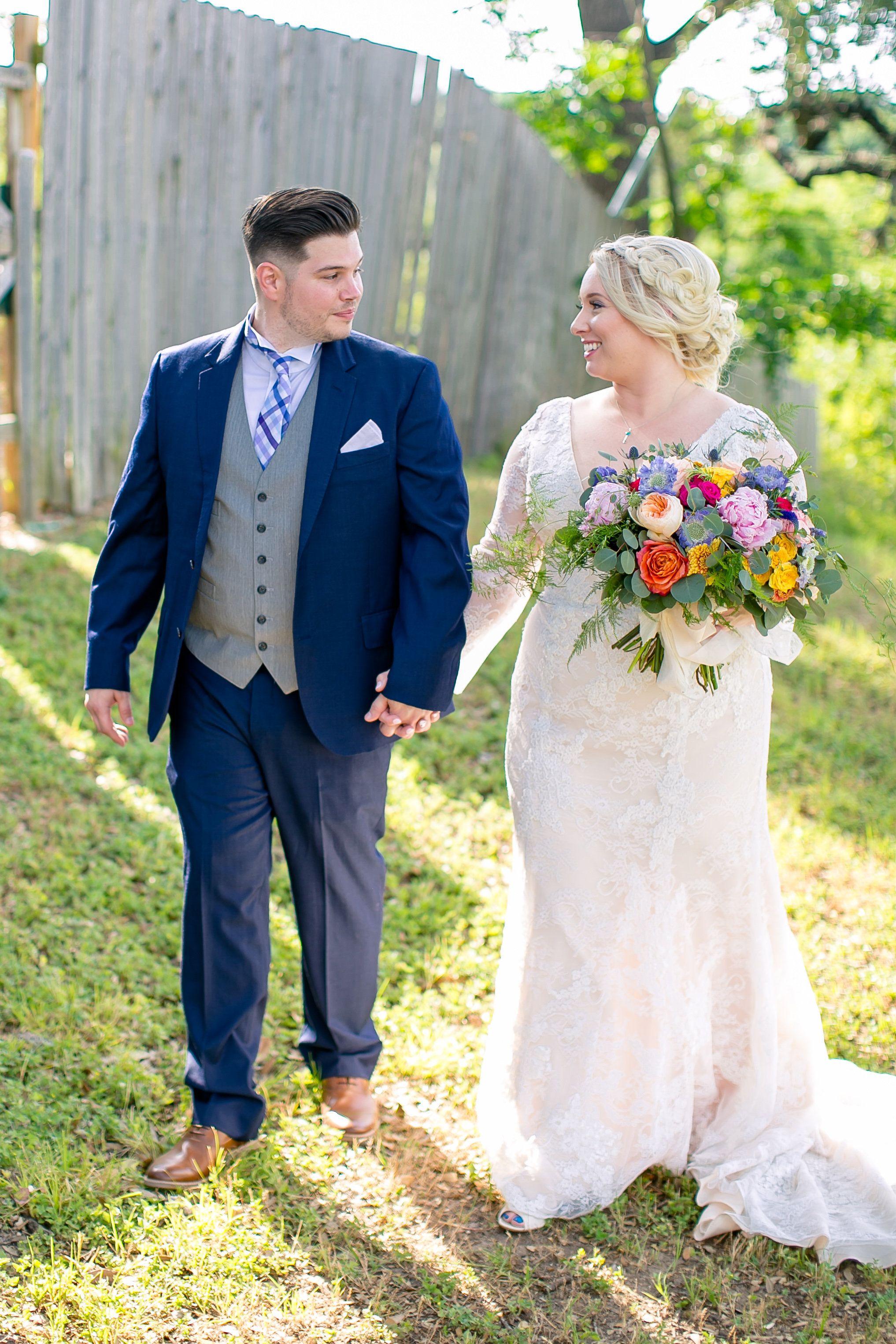 94d9ad74806 Megan   Tim s Summer Wedding at Zilker Clubhouse