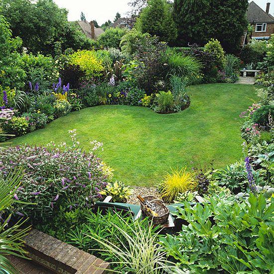 15 Stunning Container Vegetable Garden Design Ideas Tips: Town Garden With Serpentine Lawn