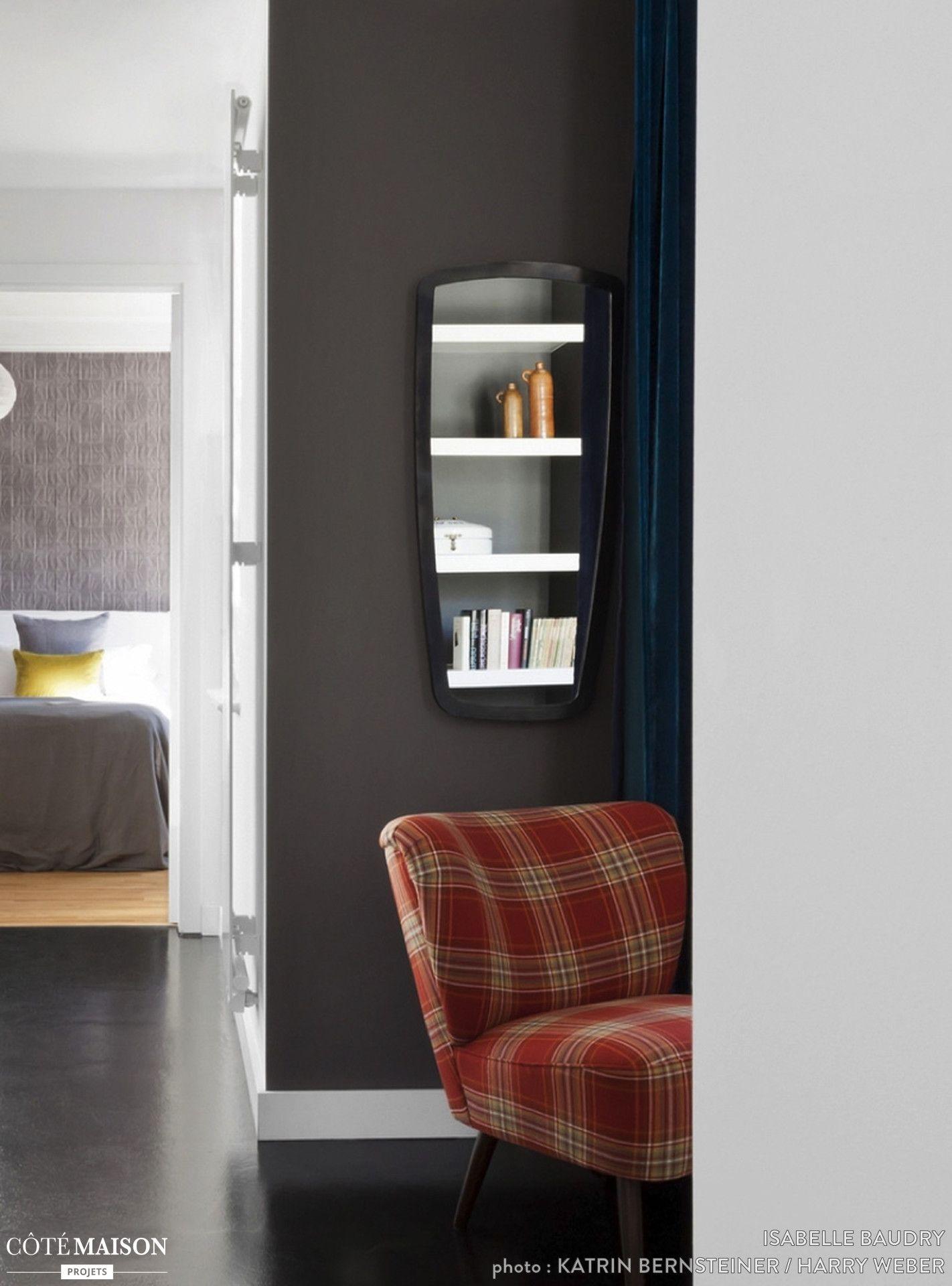 ce petit couloir a à tà rendu plus lumineux grà ce à une verrià re d