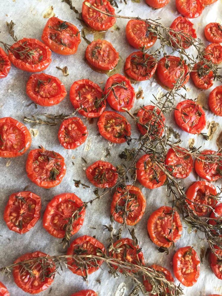 langtidsbagte tomater, som bliver så søde og saftige og fyldt med smag. er absolut vanedannende