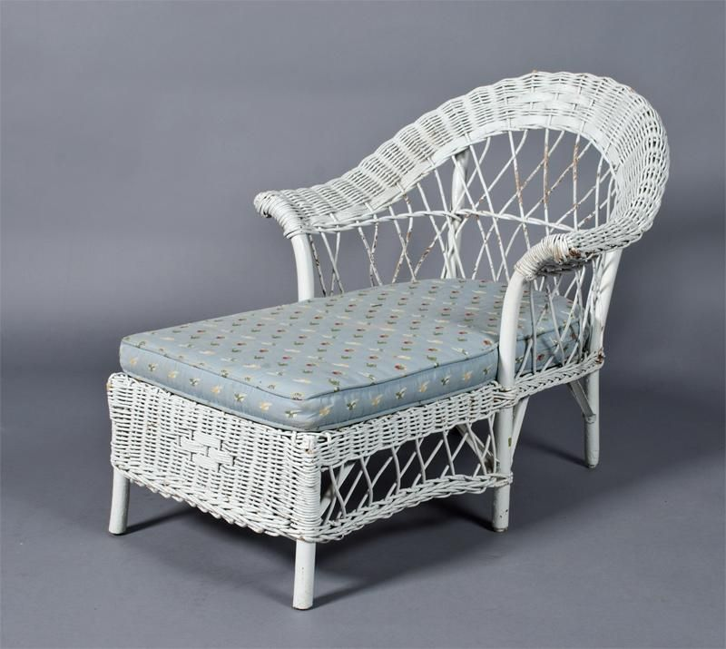 Antique child 39 s wicker chaise lounge antique children 39 s for Antique wicker chaise