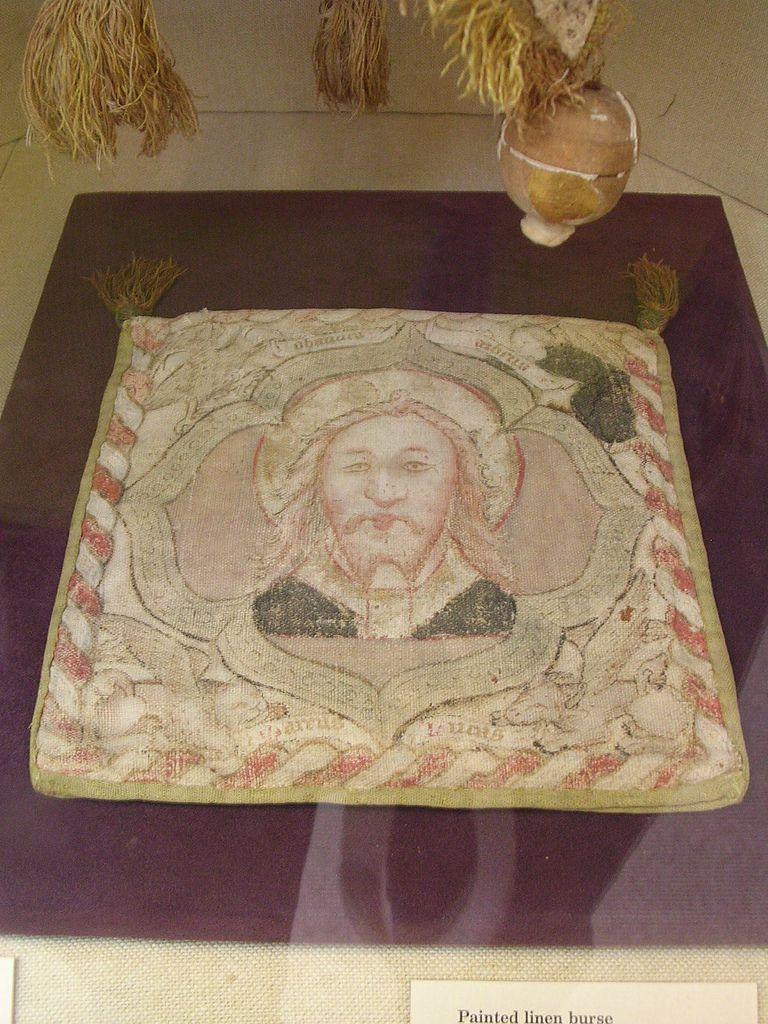 Painted linen burse. English 15th century. Linen