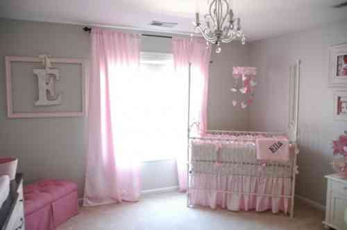 Chambre Bebe Fille En Gris Et Rose 32 Belles Idees Baby Room Curtains Baby Pink Bedding Girl Nursery Room