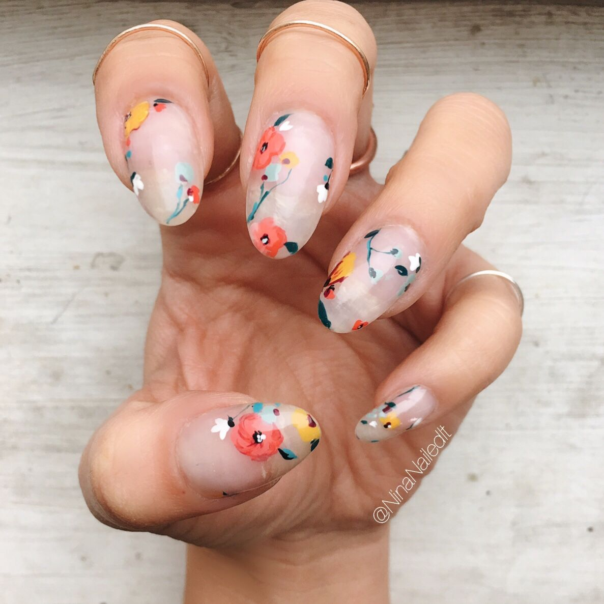 Florals and negative space! Part deux! I used my fave @pearnova ...