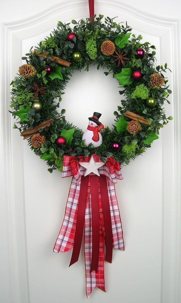 dekorativer adventskranz in rot gehalten verziert mit. Black Bedroom Furniture Sets. Home Design Ideas
