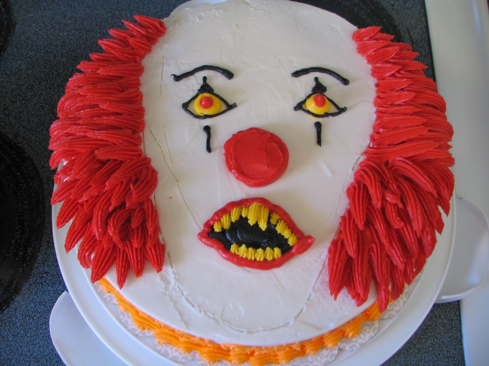 Scary clown cake Pennywise Piped Dreams Pinterest Clown cake
