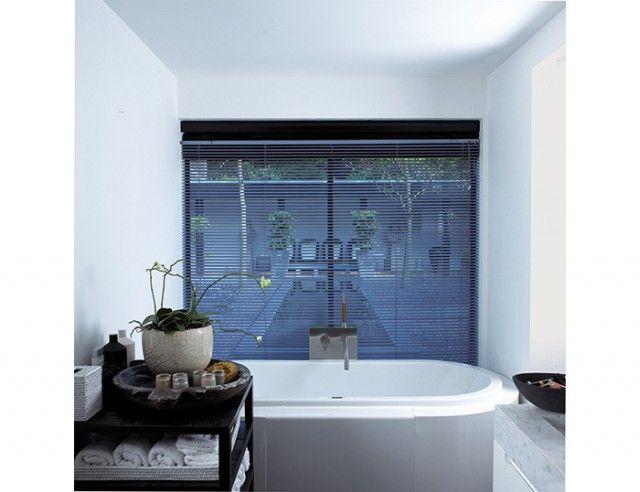Store v nitien aluminium store storistesdefrance salledebain baignoire salle de bain - Store salle de bain ...