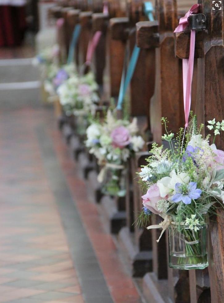Kirchendekoration Gangdekoration Blumen In Kleinen Vasen