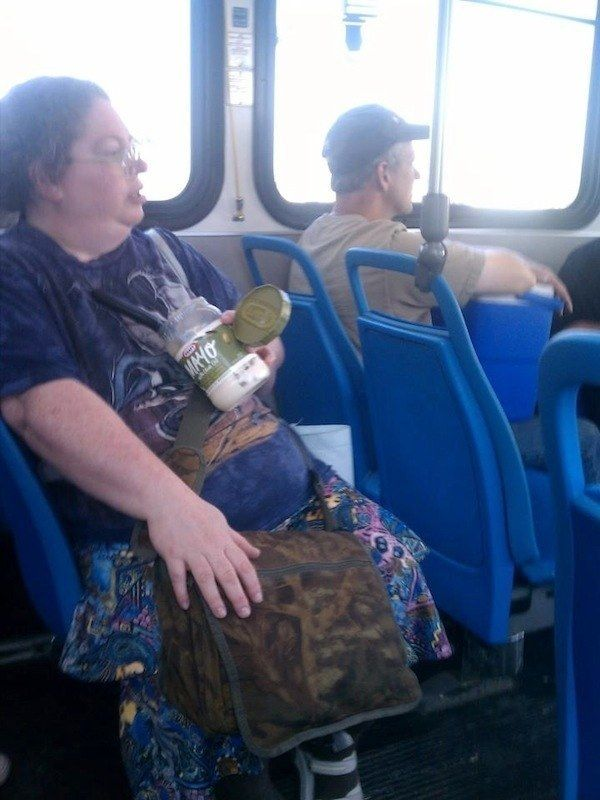 When this lady made herself a quick snack on the bus: | Funny photos of  people, Public transport, Crazy people