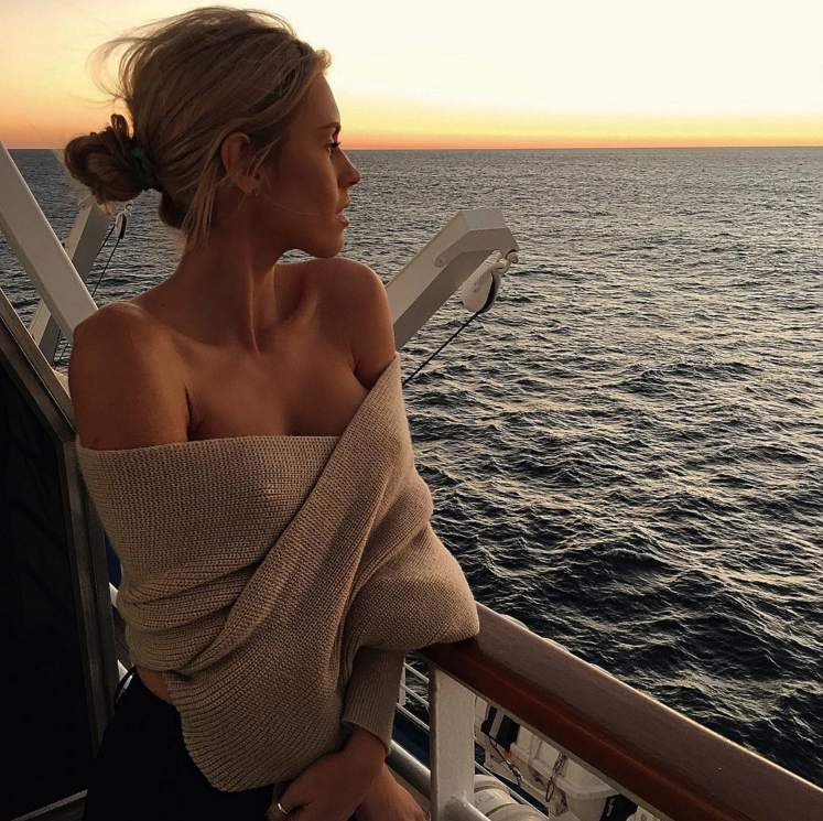 sweater // Sunsets on the water // Luxury beach lifestyle ...