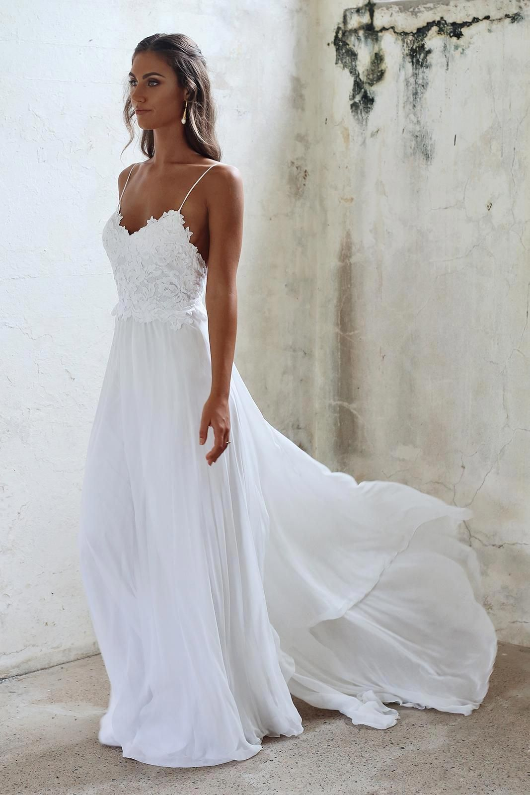 Such a pretty timeless and elegant wedding dress would look perfect
