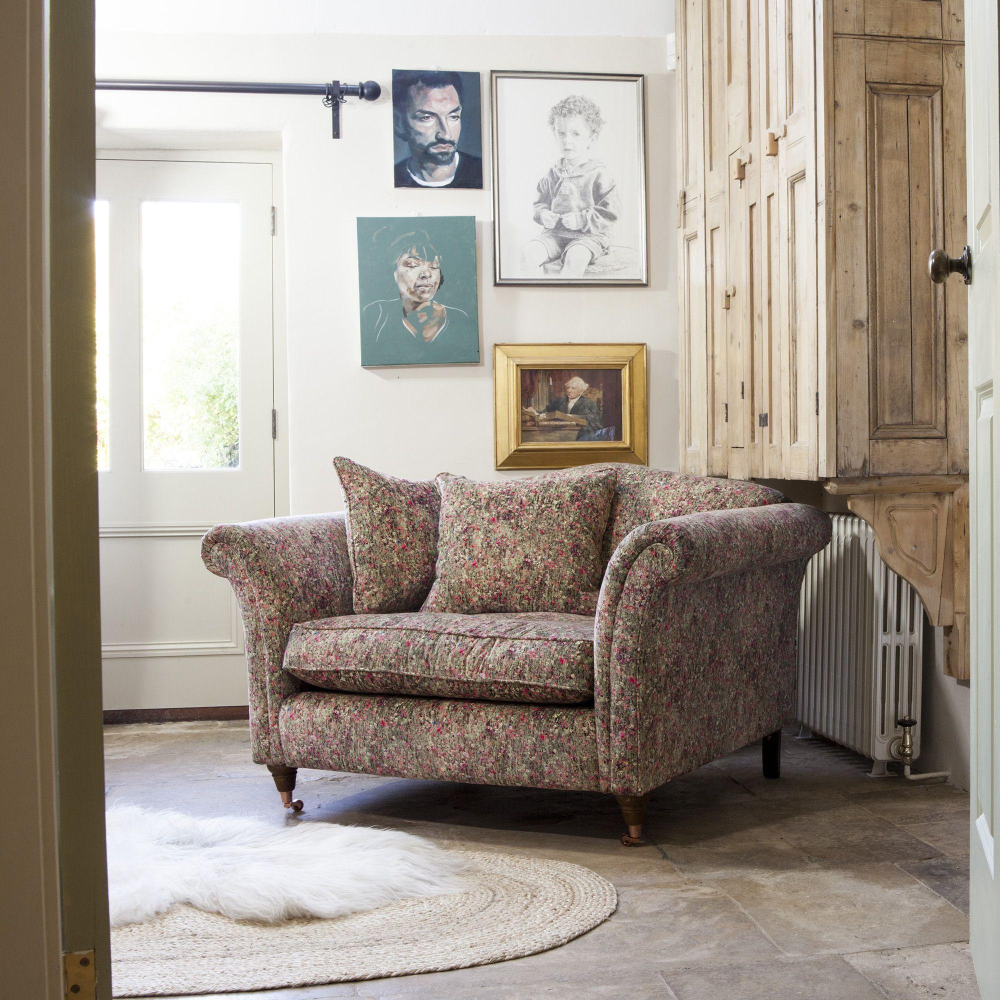 Liberty Marlborough Love Seat In Mawston Meadow Velvet Pollen Droomhuis Huisjes