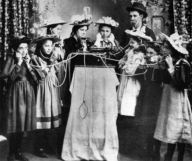 Nov 23 1889 S F Gin Joint Hears The World S First Jukebox Today In History History Vintage